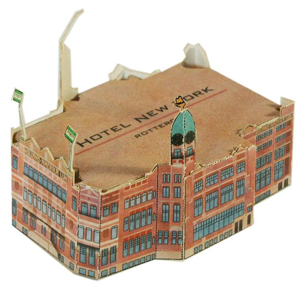Een modelbouwplaat op een ansichtkaart