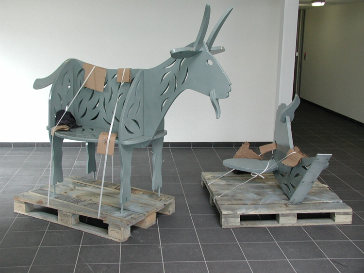 De stalen bok op transport