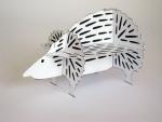 Een model van karton voor de stalen egel