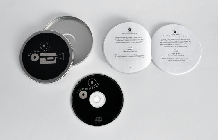 Een filmblik, een cd en een boekje